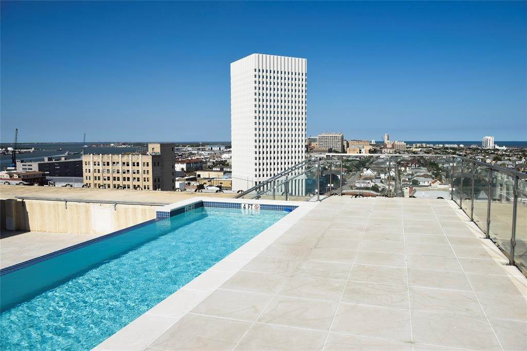 27. High or Mid-Rise Condo for Rent at 2201 Market #606 2201 Market Galveston, Texas 77550 United States
