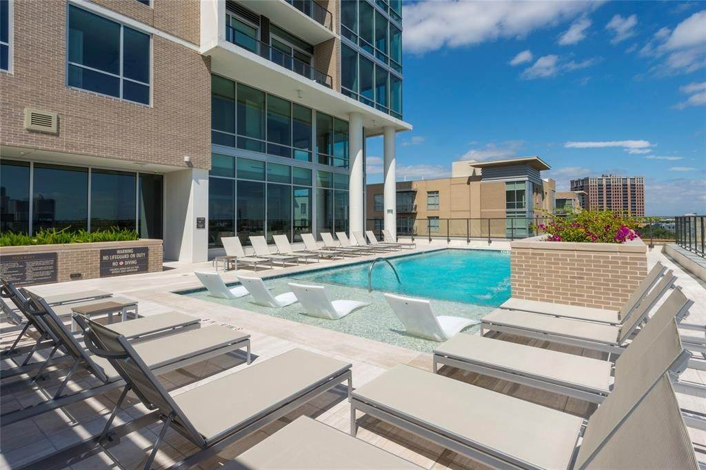 39. High or Mid-Rise Condo for Rent at 5280 Caroline Street #1405 5280 Caroline Street Houston, Texas 77004 United States