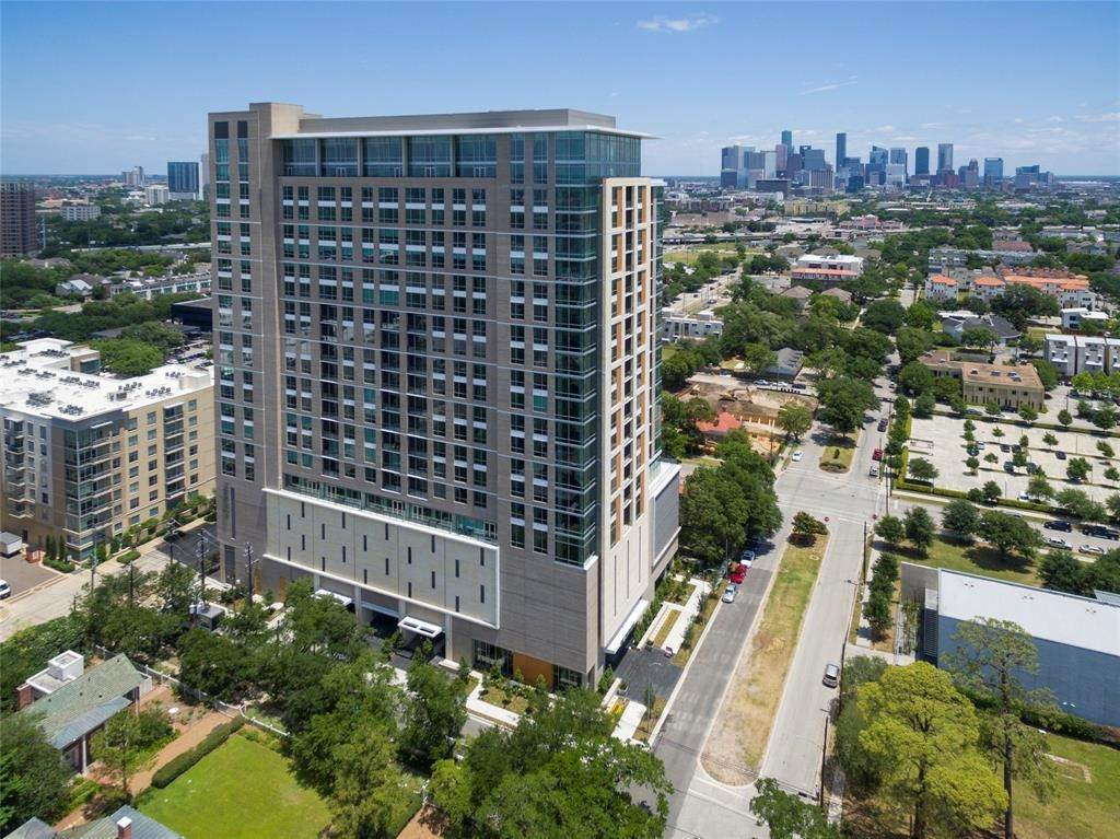 47. High or Mid-Rise Condo for Rent at 5280 Caroline Street #1405 5280 Caroline Street Houston, Texas 77004 United States