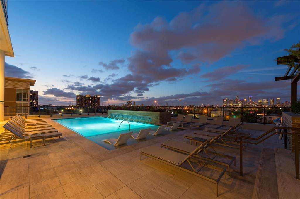 5. High or Mid-Rise Condo for Rent at 5280 Caroline Street #1405 5280 Caroline Street Houston, Texas 77004 United States