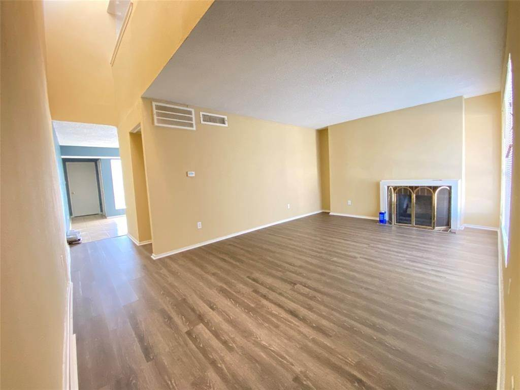 2. Condo / Townhouse for Rent at 781 Country Place Drive #2003 781 Country Place Drive Houston, Texas 77079 United States