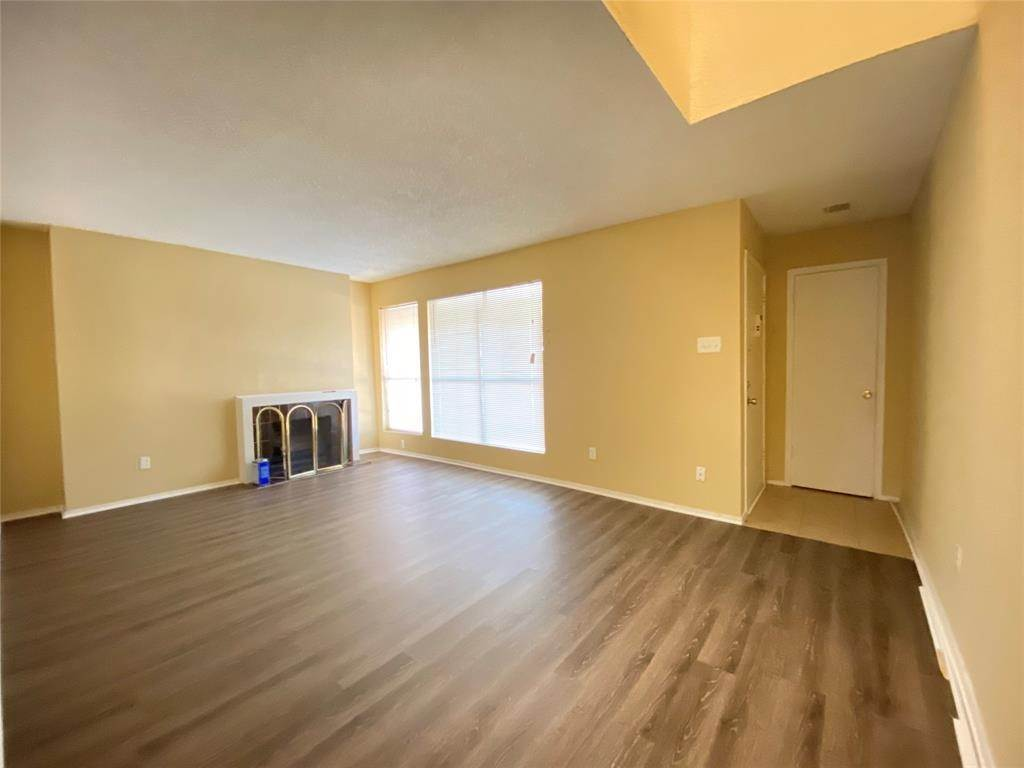 5. Condo / Townhouse for Rent at 781 Country Place Drive #2003 781 Country Place Drive Houston, Texas 77079 United States