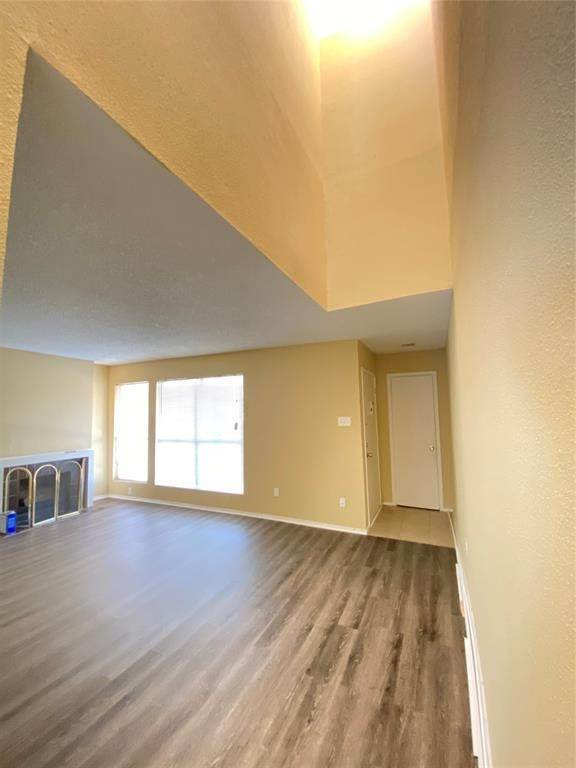 6. Condo / Townhouse for Rent at 781 Country Place Drive #2003 781 Country Place Drive Houston, Texas 77079 United States