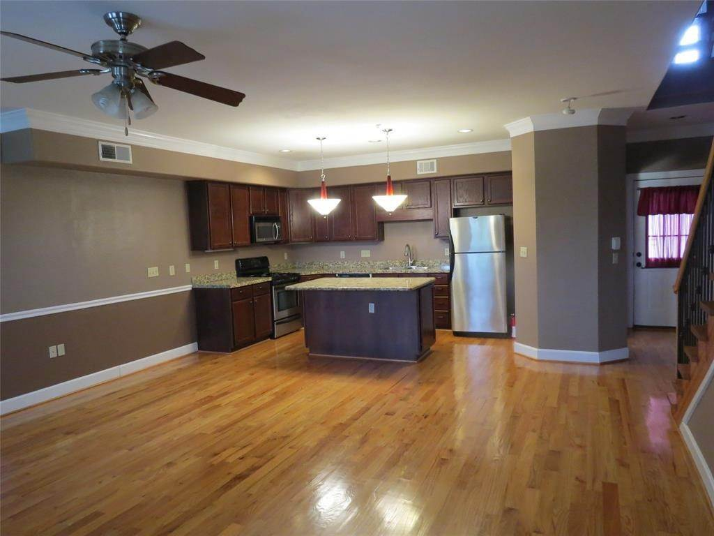 11. Condo / Townhouse for Rent at 1602 Elgin Street #12 1602 Elgin Street Houston, Texas 77004 United States