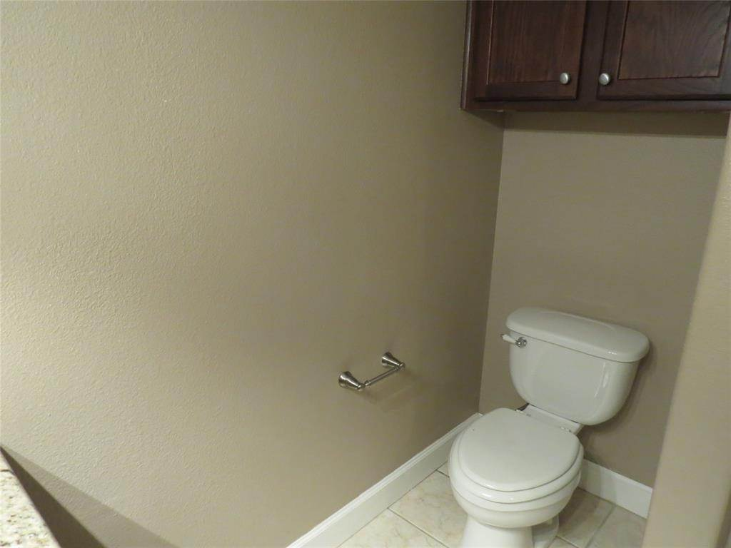 20. Condo / Townhouse for Rent at 1602 Elgin Street #12 1602 Elgin Street Houston, Texas 77004 United States