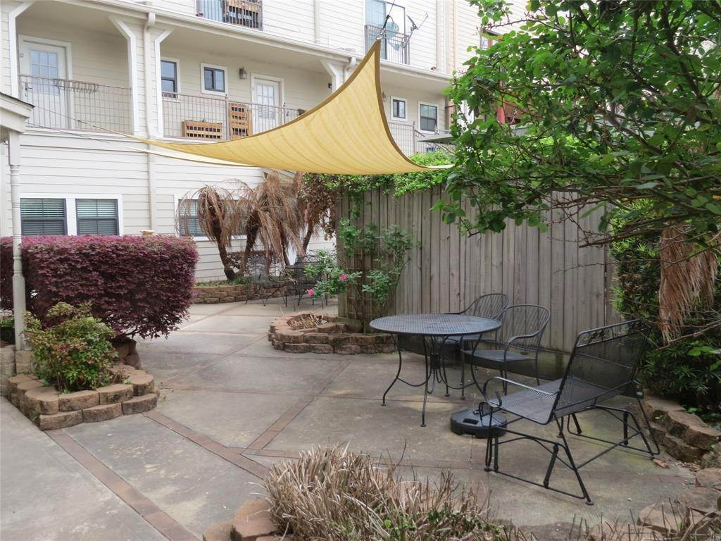 3. Condo / Townhouse for Rent at 1602 Elgin Street #12 1602 Elgin Street Houston, Texas 77004 United States