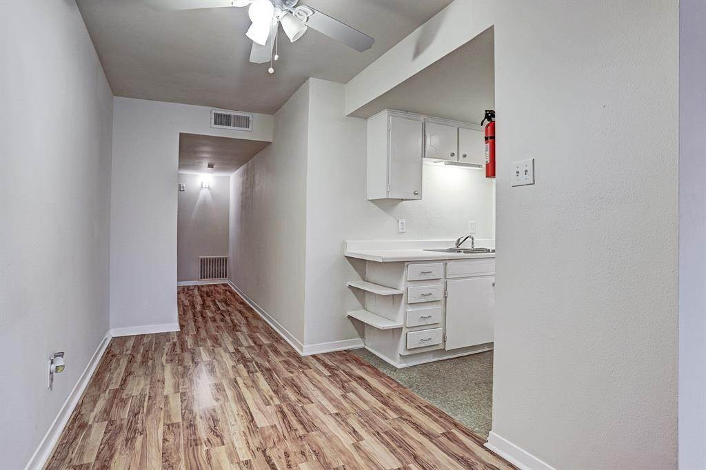 2. Single Family Homes for Rent at 1624 Marshall Street #11 1624 Marshall Street Houston, Texas 77006 United States