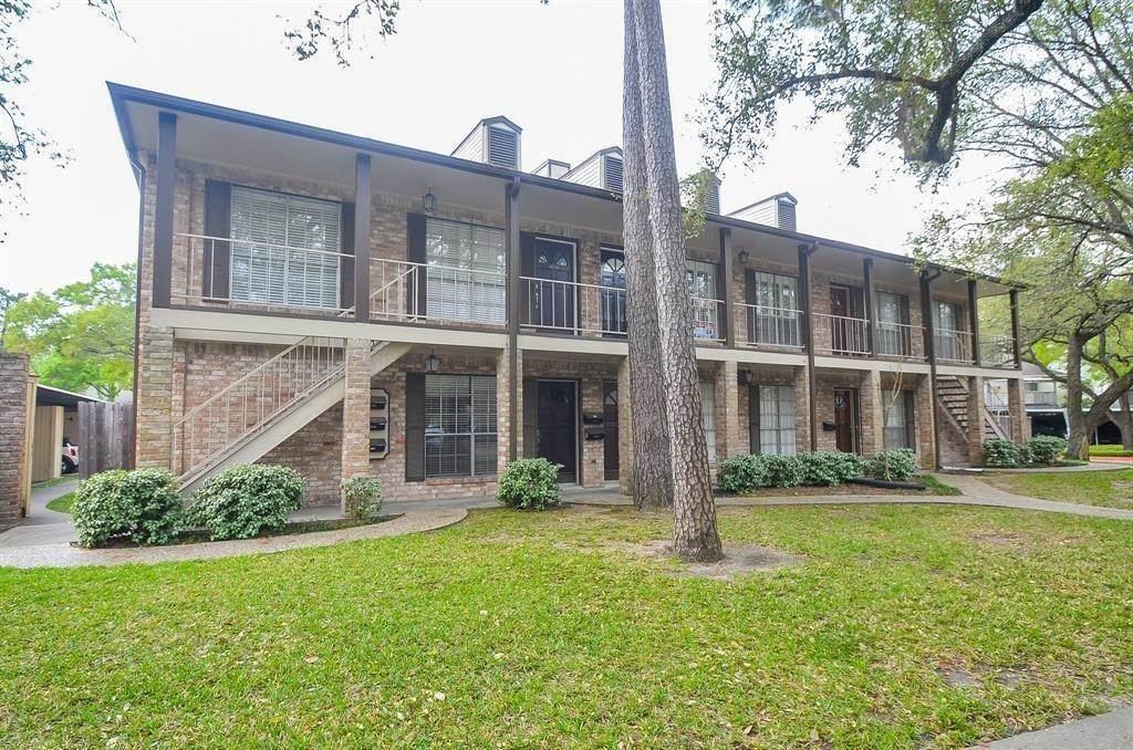 3. Condo / Townhouse for Rent at 805 Wax Myrtle Lane Houston, Texas 77079 United States