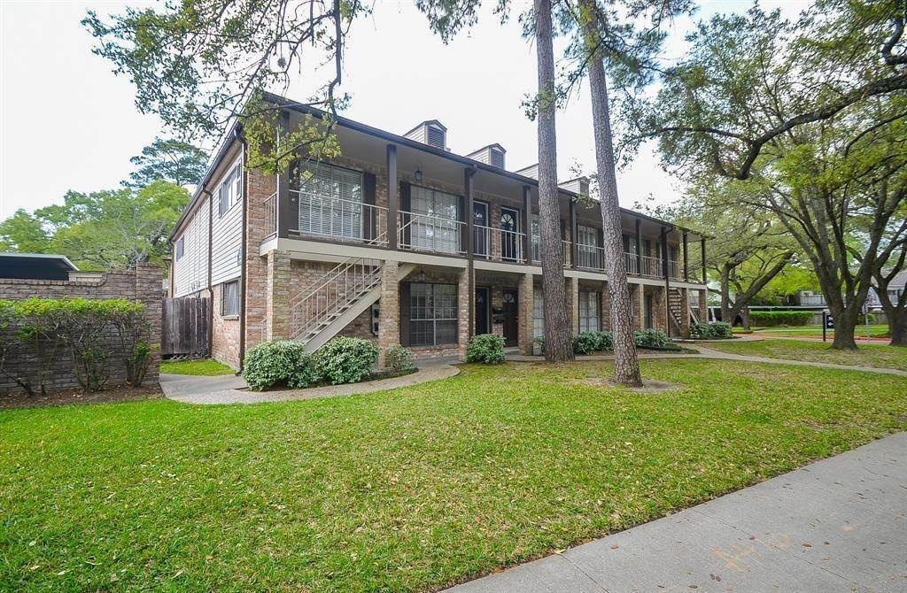 9. Condo / Townhouse for Rent at 805 Wax Myrtle Lane Houston, Texas 77079 United States