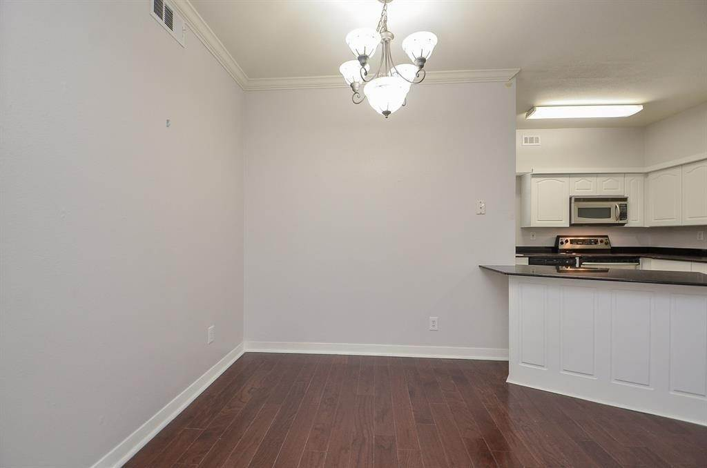 11. Condo / Townhouse for Rent at 4041 Law Street #408 4041 Law Street Houston, Texas 77005 United States
