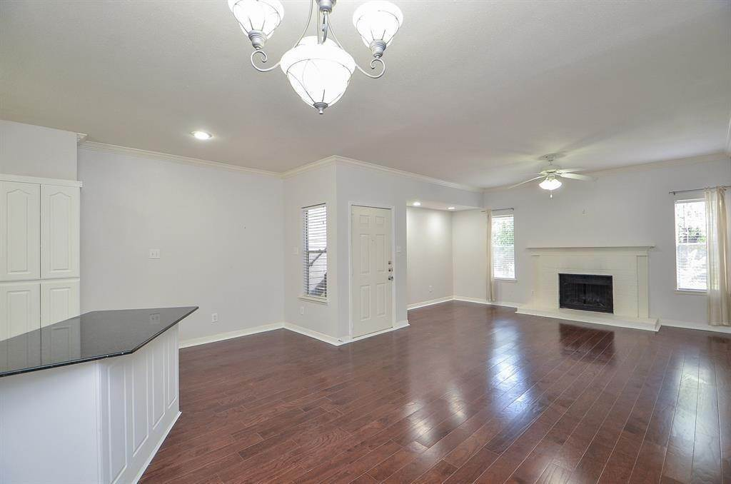 12. Condo / Townhouse for Rent at 4041 Law Street #408 4041 Law Street Houston, Texas 77005 United States