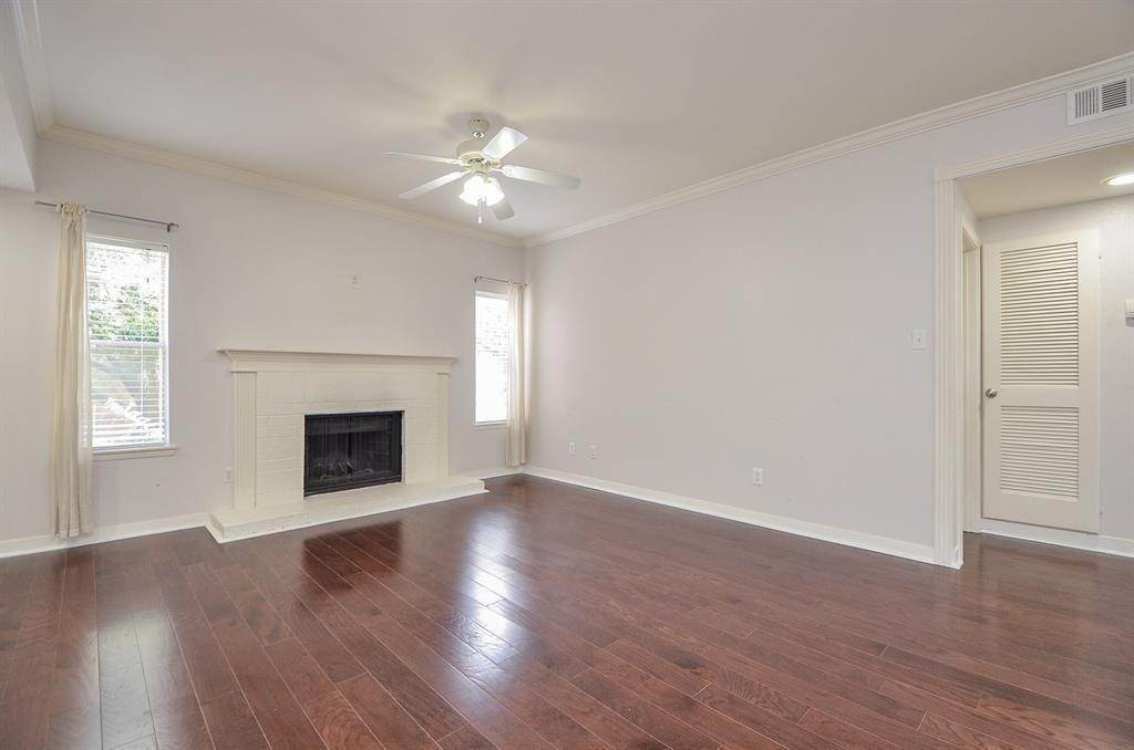 14. Condo / Townhouse for Rent at 4041 Law Street #408 4041 Law Street Houston, Texas 77005 United States