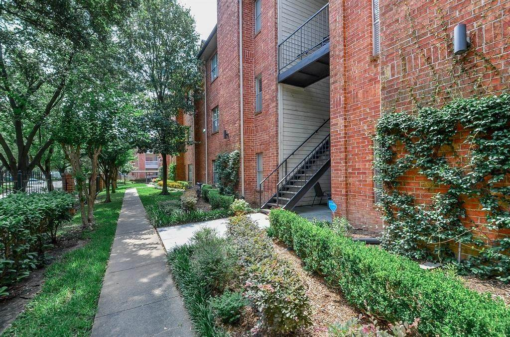 2. Condo / Townhouse for Rent at 4041 Law Street #408 4041 Law Street Houston, Texas 77005 United States