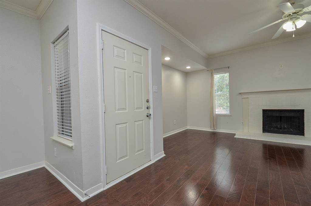 3. Condo / Townhouse for Rent at 4041 Law Street #408 4041 Law Street Houston, Texas 77005 United States