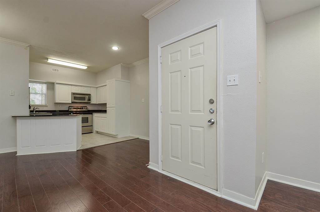 4. Condo / Townhouse for Rent at 4041 Law Street #408 4041 Law Street Houston, Texas 77005 United States