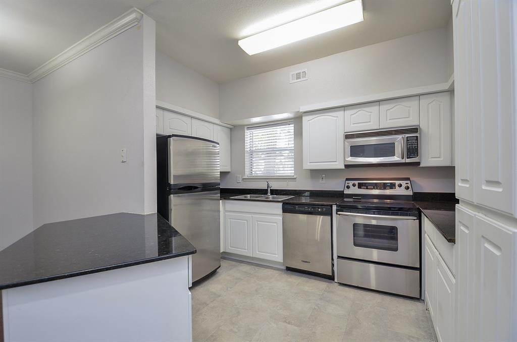 6. Condo / Townhouse for Rent at 4041 Law Street #408 4041 Law Street Houston, Texas 77005 United States