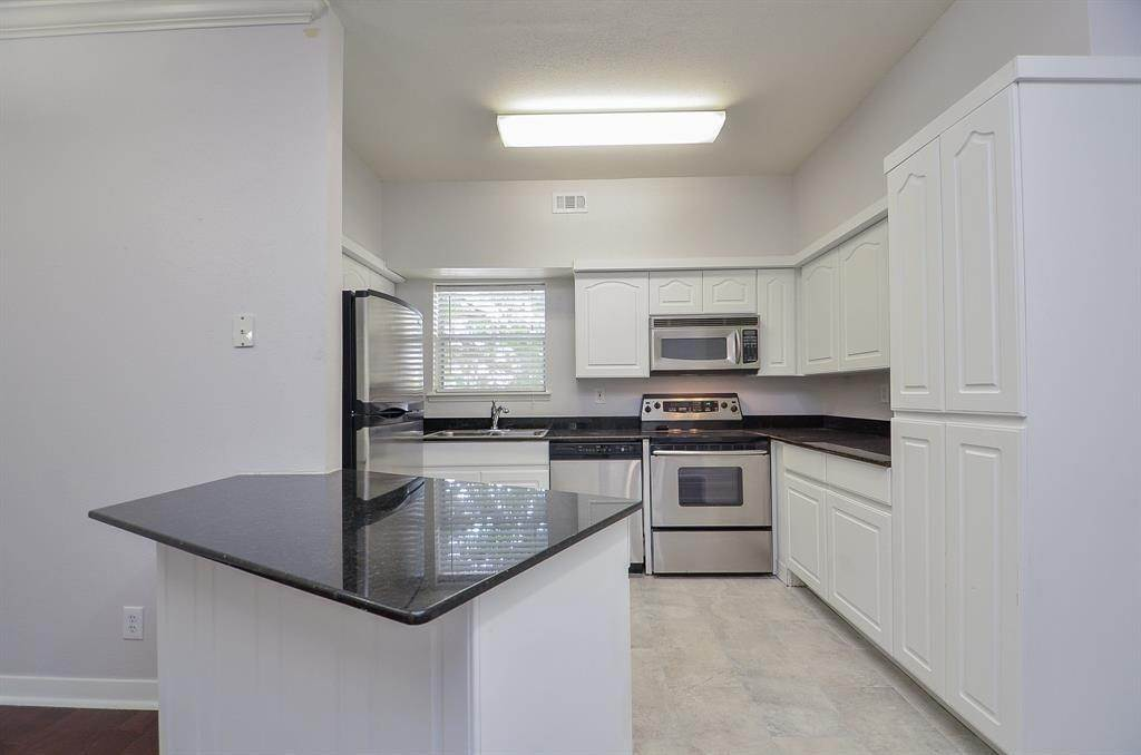 7. Condo / Townhouse for Rent at 4041 Law Street #408 4041 Law Street Houston, Texas 77005 United States