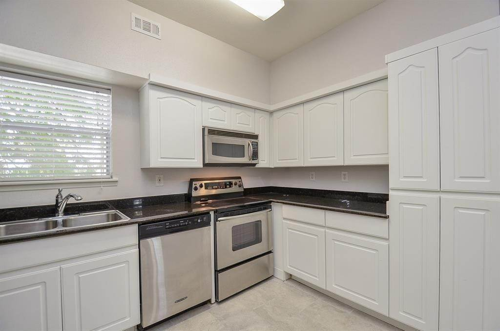 8. Condo / Townhouse for Rent at 4041 Law Street #408 4041 Law Street Houston, Texas 77005 United States