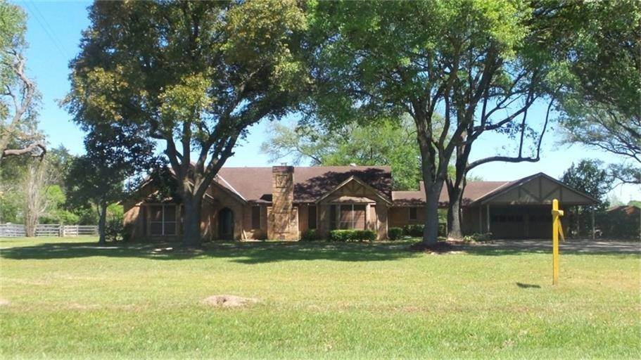Single Family Homes for Rent at 22202 Kobs Road Tomball, Texas 77377 United States