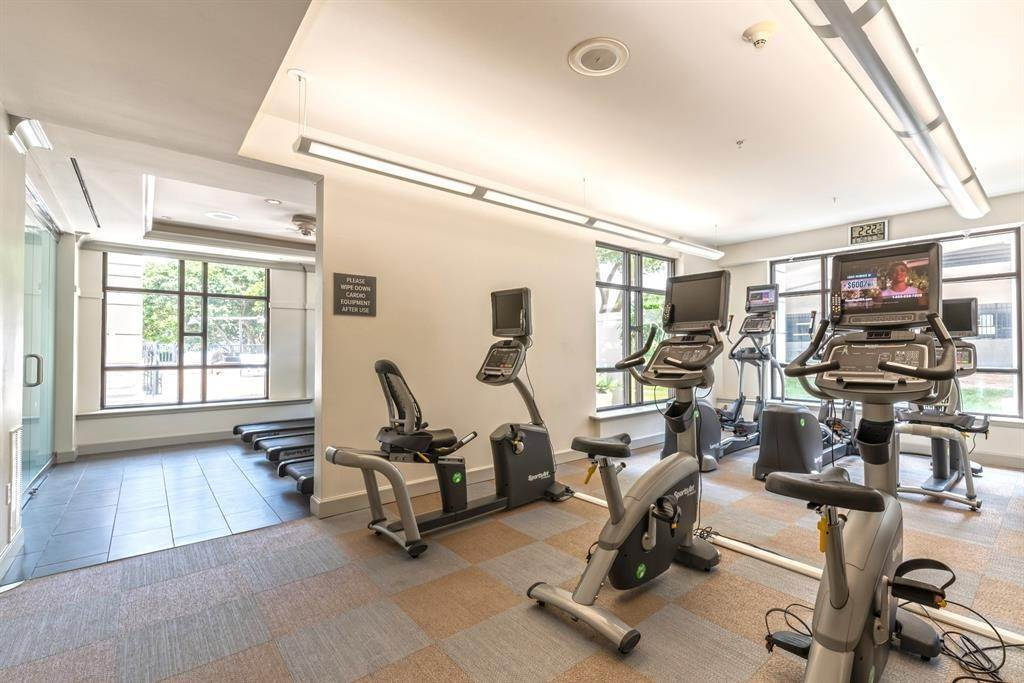 10. High or Mid-Rise Condo for Rent at 1200 Post Oak Boulevard #1907 1200 Post Oak Boulevard Houston, Texas 77056 United States