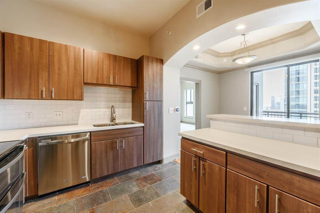 3. High or Mid-Rise Condo for Rent at 1200 Post Oak Boulevard #1907 1200 Post Oak Boulevard Houston, Texas 77056 United States