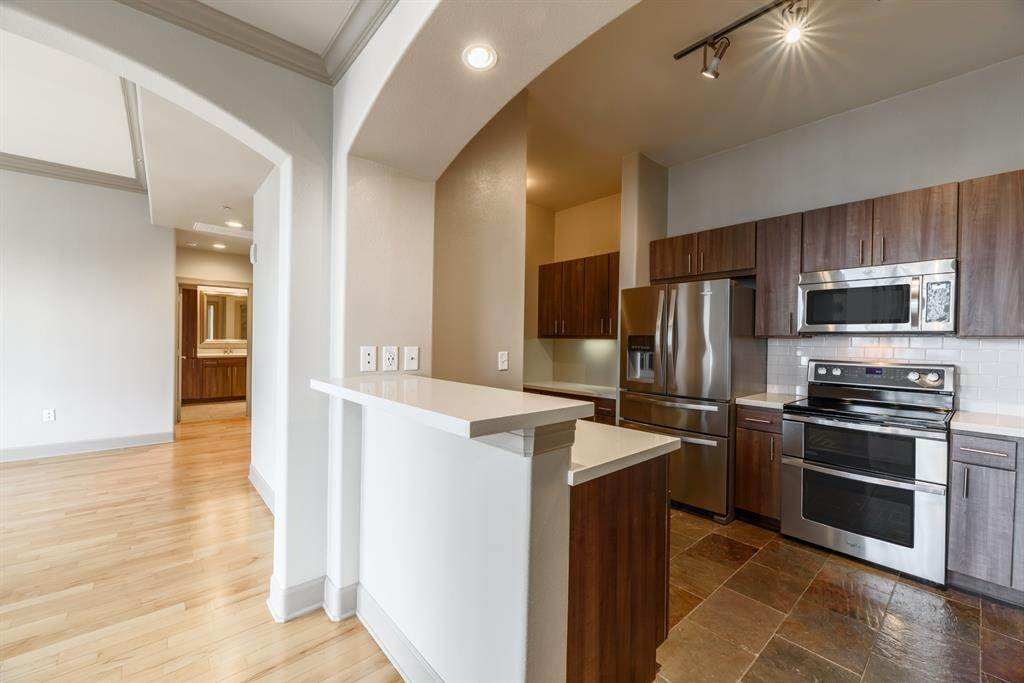 5. High or Mid-Rise Condo for Rent at 1200 Post Oak Boulevard #1907 1200 Post Oak Boulevard Houston, Texas 77056 United States