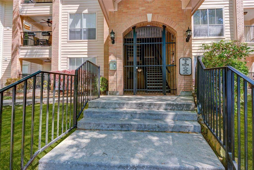 2. Condo / Townhouse for Rent at 8051 Bay Branch Drive #222 8051 Bay Branch Drive The Woodlands, Texas 77382 United States