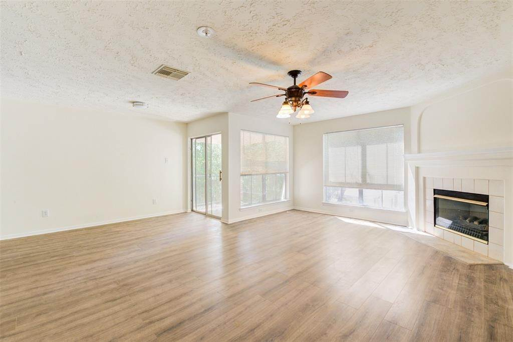 4. Condo / Townhouse for Rent at 8051 Bay Branch Drive #222 8051 Bay Branch Drive The Woodlands, Texas 77382 United States