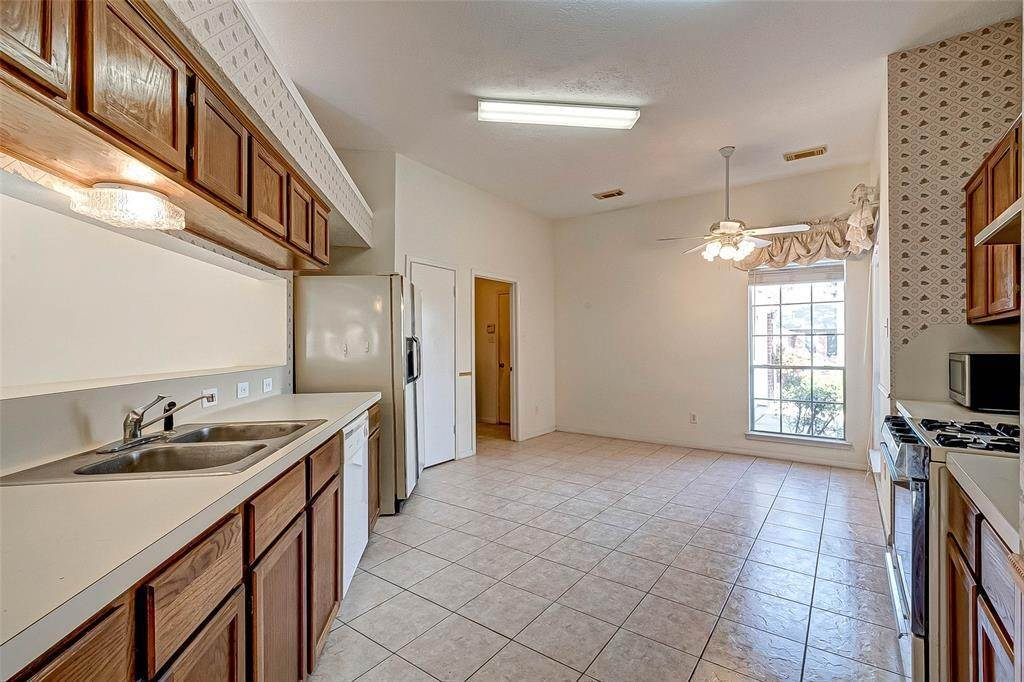 19. Single Family Homes for Rent at 125 Barbetta Court League City, Texas 77573 United States