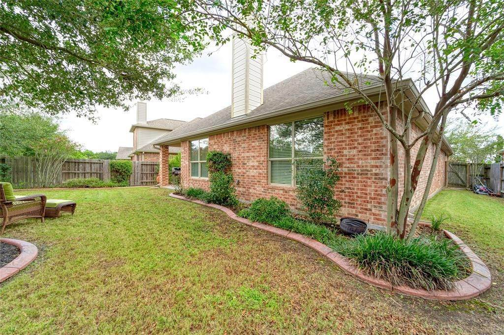 27. Single Family Homes for Rent at 9526 E Nightingale Hill Lane Katy, Texas 77494 United States