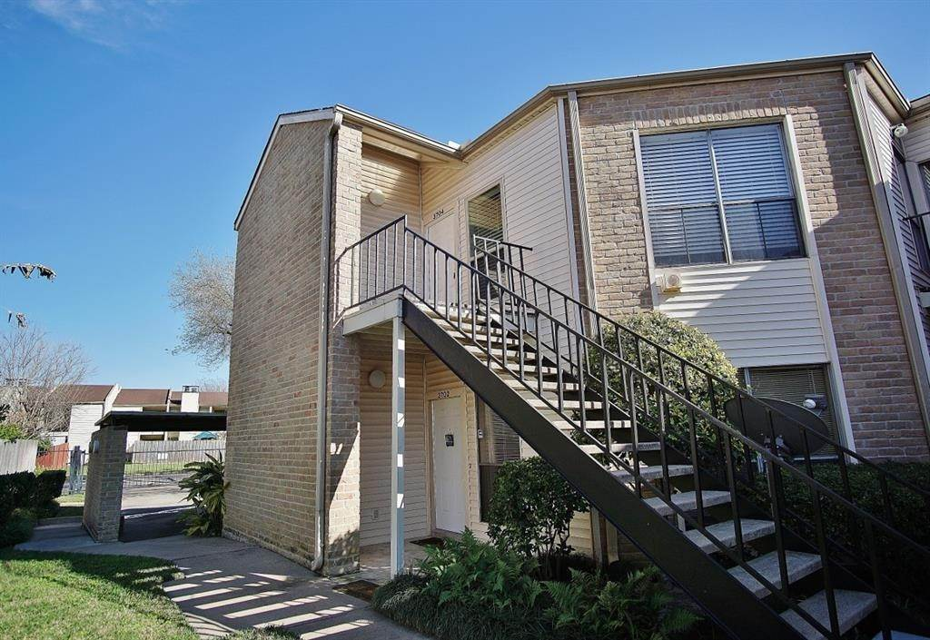 2. Condo / Townhouse for Rent at 3704 Woodchase Drive #66d 3704 Woodchase Drive Houston, Texas 77042 United States