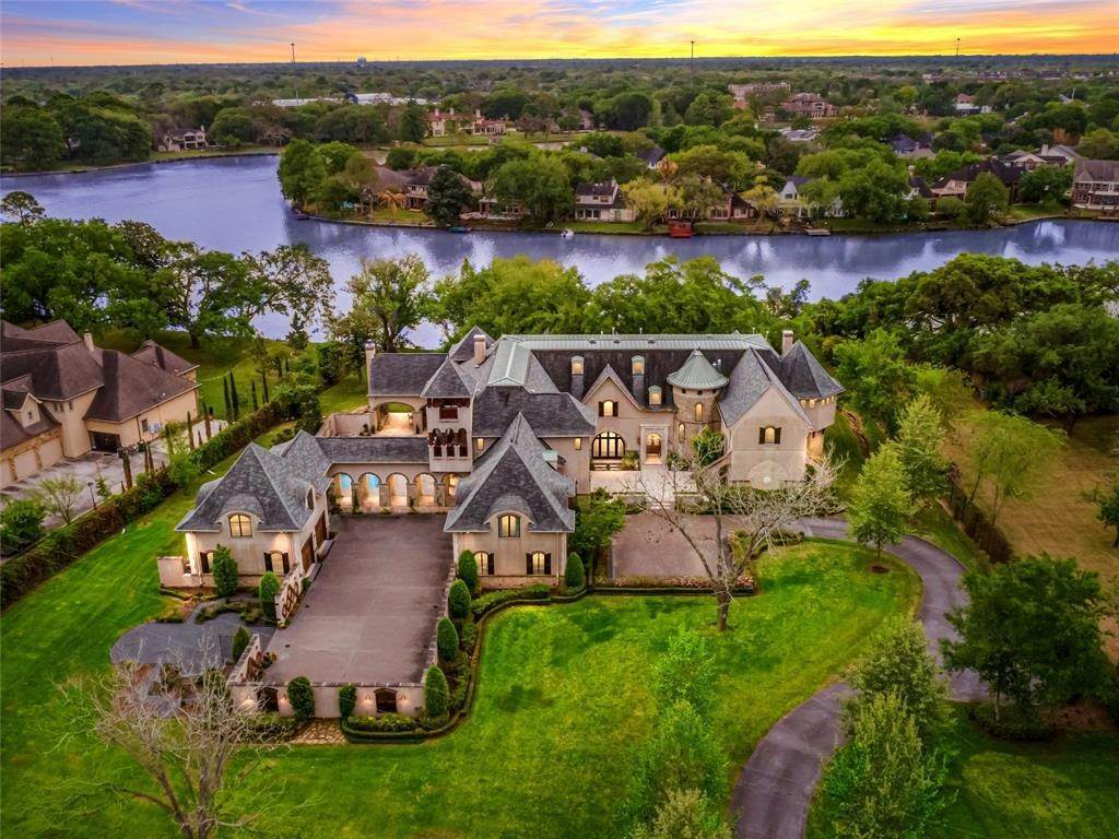 Single Family for Sale at 1306 Horseshoe Drive Sugar Land, Texas 77478 United States