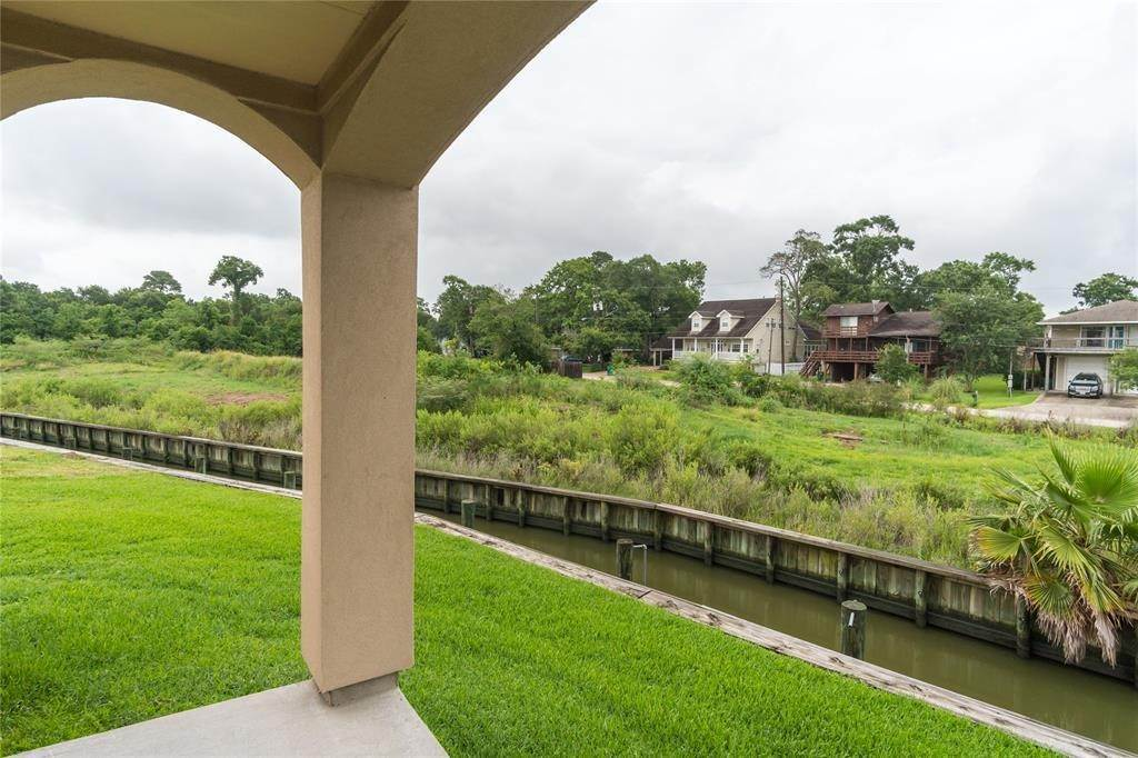 32. Condo / Townhouse for Rent at 4033 Boardwalk Boulevard Seabrook, Texas 77586 United States