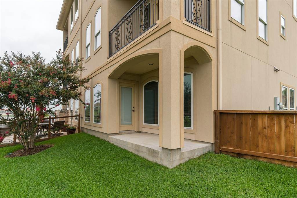 33. Condo / Townhouse for Rent at 4033 Boardwalk Boulevard Seabrook, Texas 77586 United States