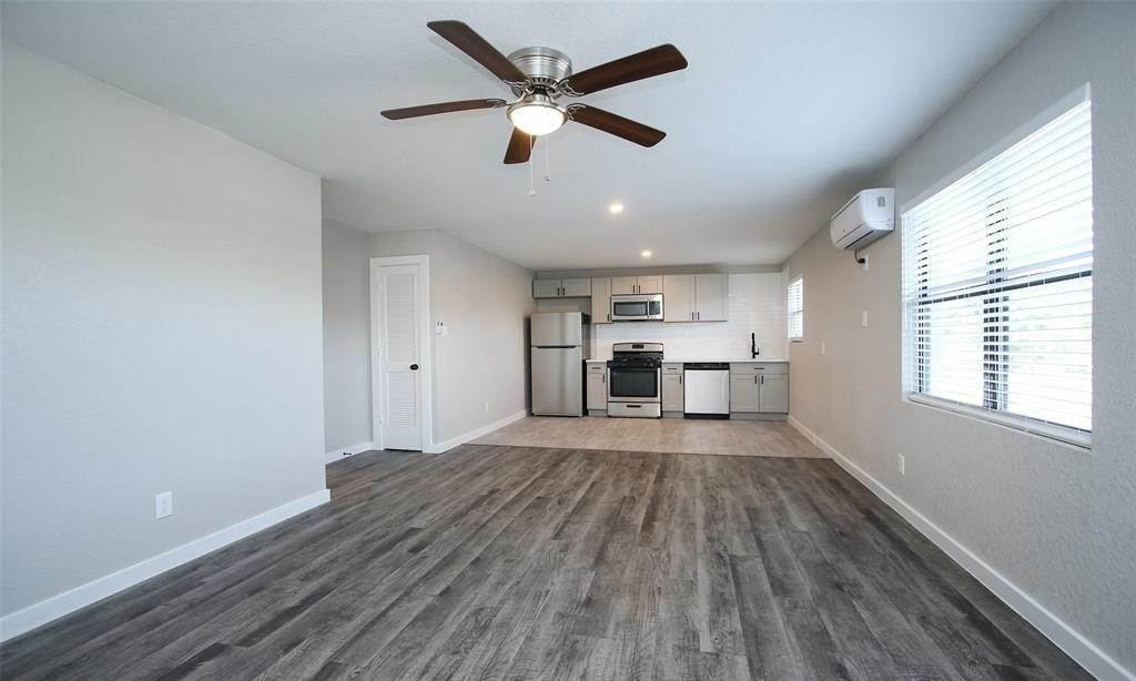 3. Single Family Homes for Rent at 5201 Crawford Street #14 5201 Crawford Street Houston, Texas 77004 United States