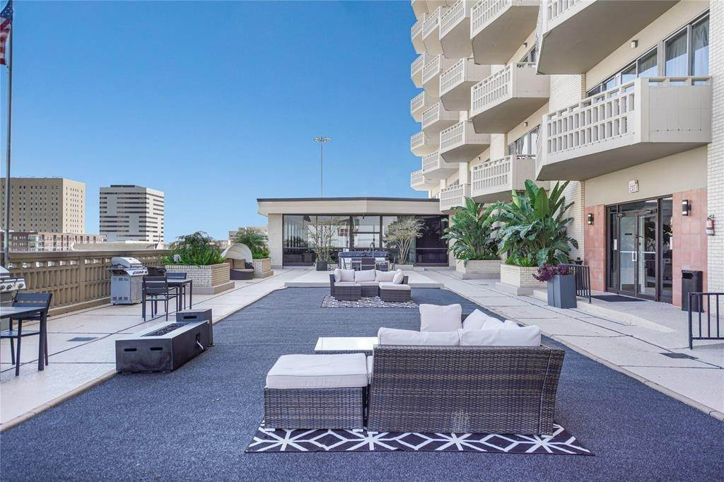 12. High or Mid-Rise Condo for Rent at 2016 Main Street #2509 2016 Main Street Houston, Texas 77002 United States