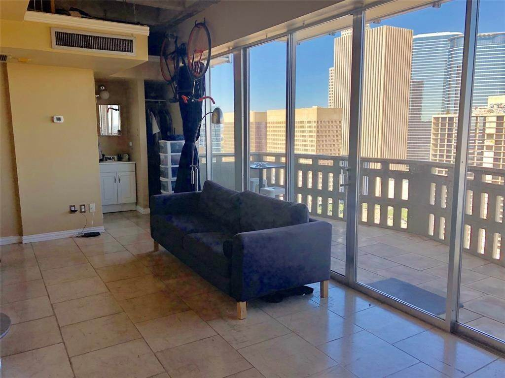 2. High or Mid-Rise Condo for Rent at 2016 Main Street #2509 2016 Main Street Houston, Texas 77002 United States