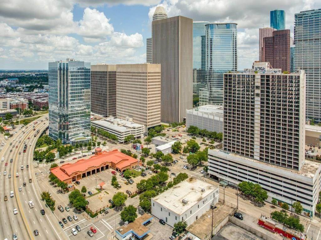 6. High or Mid-Rise Condo for Rent at 2016 Main Street #2509 2016 Main Street Houston, Texas 77002 United States