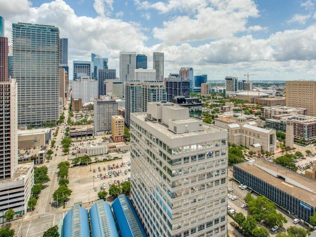 7. High or Mid-Rise Condo for Rent at 2016 Main Street #2509 2016 Main Street Houston, Texas 77002 United States