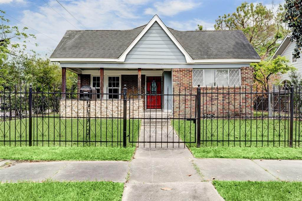 Single Family for Sale at 5201 Lindsay Street Houston, Texas 77023 United States