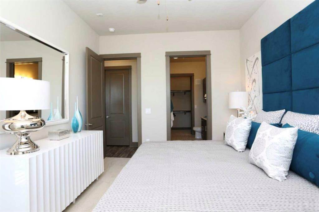 9. High or Mid-Rise Condo for Rent at 5454 Washington Avenue Avenue #1634 5454 Washington Avenue Avenue Houston, Texas 77007 United States