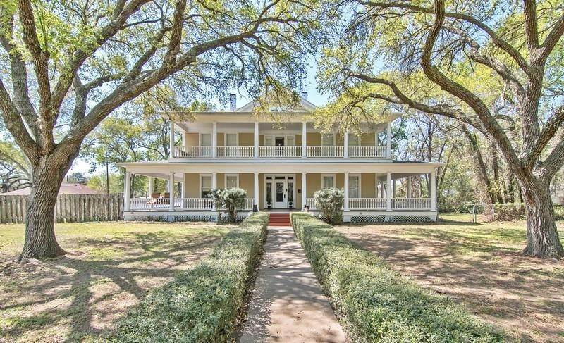 Single Family for Sale at 711 Hanover Street Edna, Texas 77957 United States
