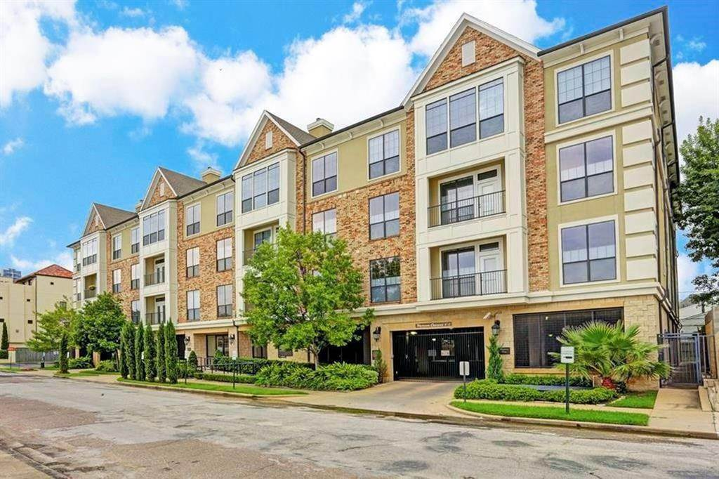 Condo / Townhouse for Sale at 2120 Kipling Street #206 2120 Kipling Street Houston, Texas 77098 United States