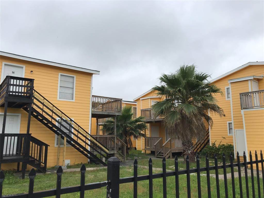 Single Family Homes for Rent at 2711 Avenue K #14 2711 Avenue K Galveston, Texas 77550 United States