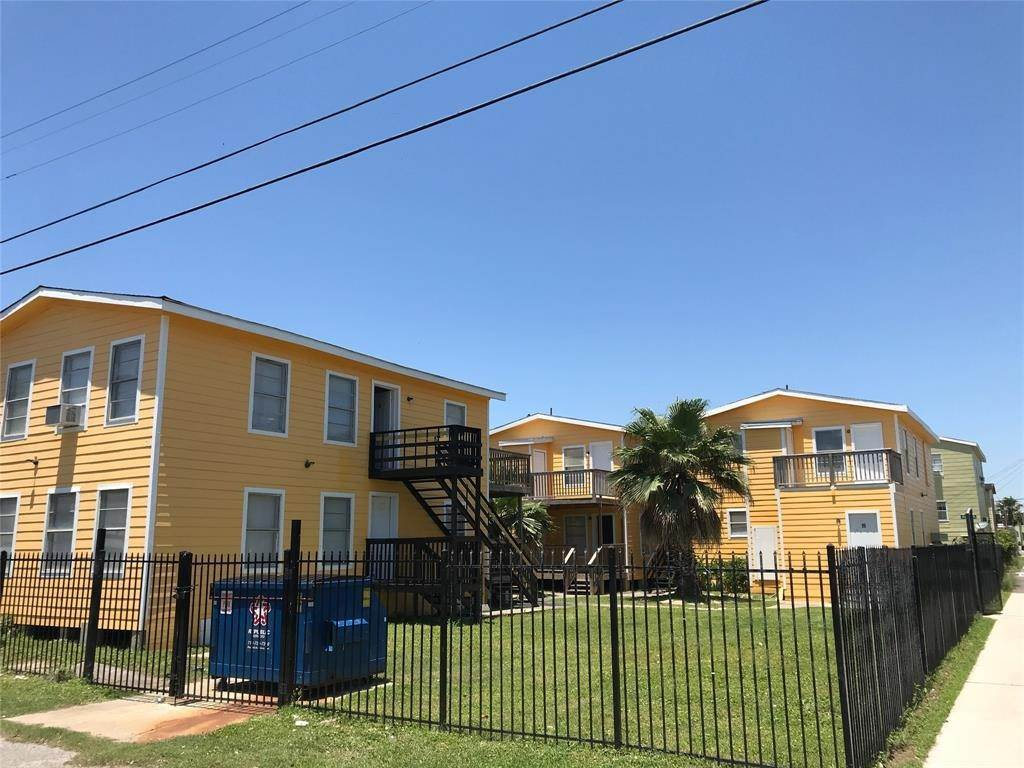 10. Single Family Homes for Rent at 2711 Avenue K #14 2711 Avenue K Galveston, Texas 77550 United States