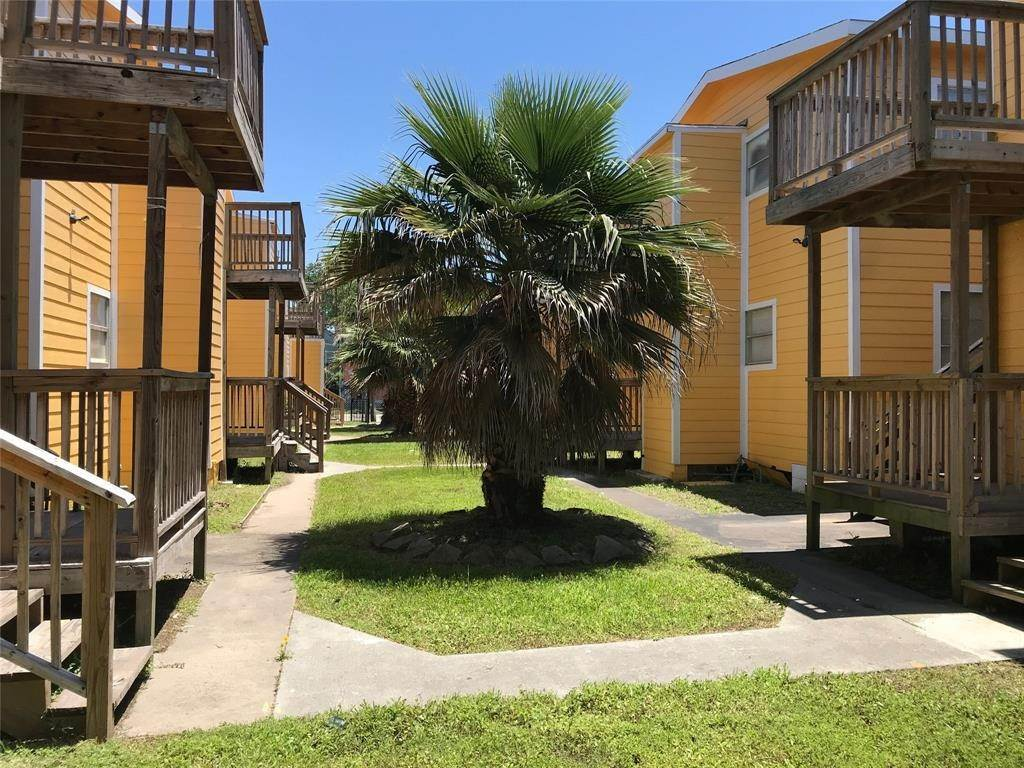 11. Single Family Homes for Rent at 2711 Avenue K #14 2711 Avenue K Galveston, Texas 77550 United States