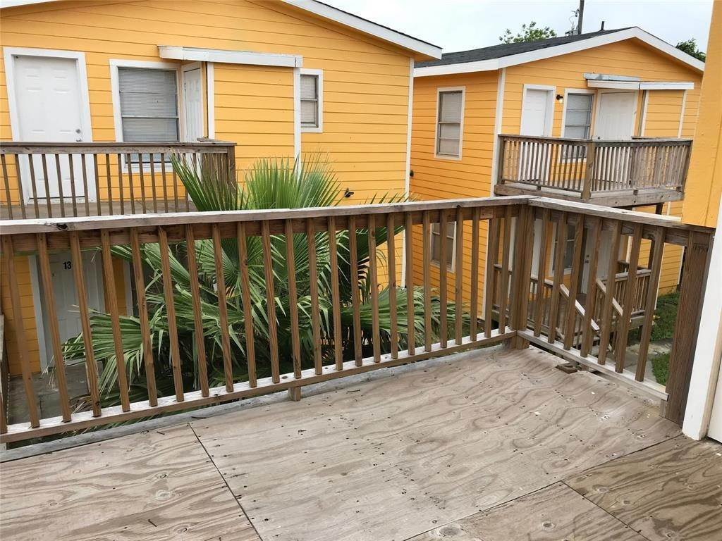12. Single Family Homes for Rent at 2711 Avenue K #14 2711 Avenue K Galveston, Texas 77550 United States