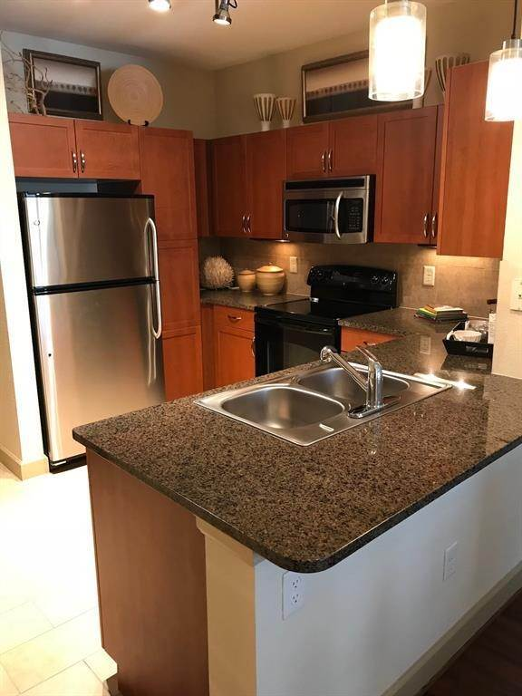 19. High or Mid-Rise Condo for Rent at 3333 Weslayan Street #2240 3333 Weslayan Street Houston, Texas 77027 United States