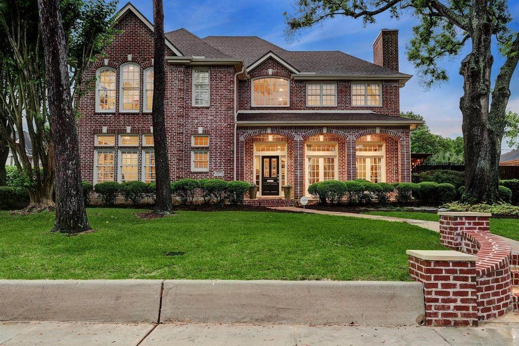 Single Family for Sale at 3703 Maroneal Houston, Texas 77025 United States