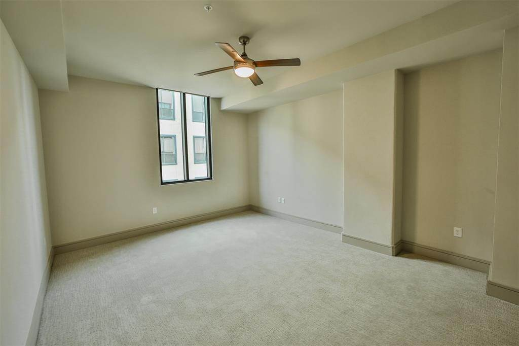 8. High or Mid-Rise Condo for Rent at 1414 Wood Hollow Dr #543 1414 Wood Hollow Dr Houston, Texas 77057 United States